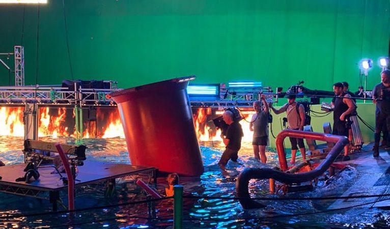 جیمز کامرون در پشت صحنهی قسمتهای آینده Avatar به همراه دوربین 3D
